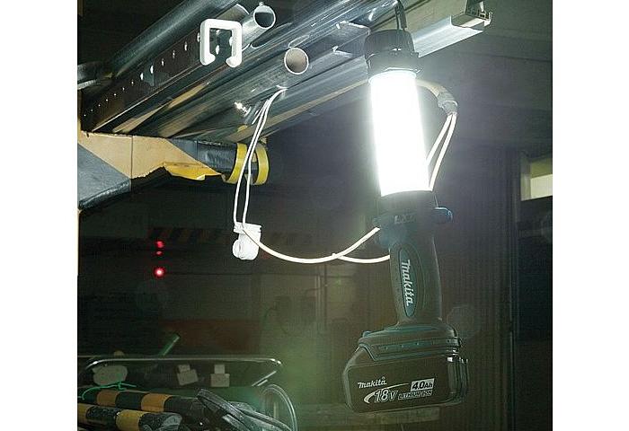 Аккумуляторный фонарь MAKITA DEADML806