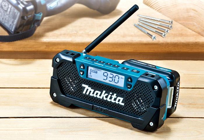 Аккумуляторный радиоприемник MAKITA DEAMR052